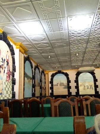 Azraq Palace Restaurant: Зал ресторана