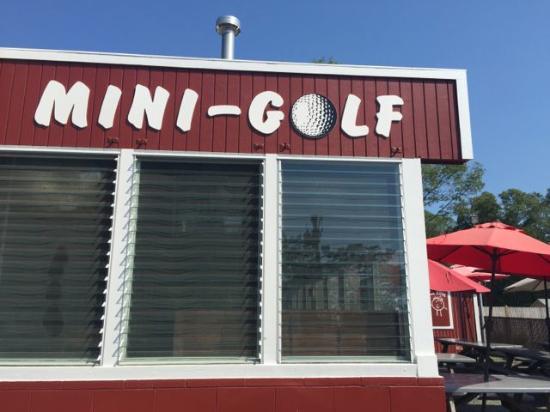 Wareham, MA: Mini Golf!
