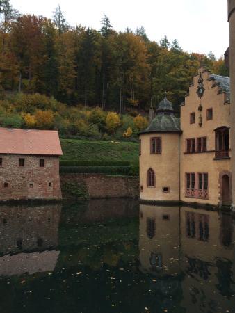 Schloss Mespelbrunn: photo1.jpg