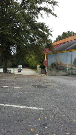 The Border Mexican Restaurant: Large parking lot