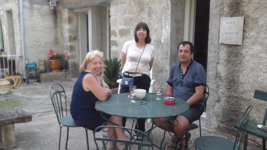 Ecuries de Sainte-Croix : Guests facilities include outdoor settings