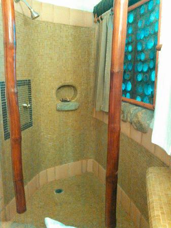 Club Cascadas de Baja: Shower