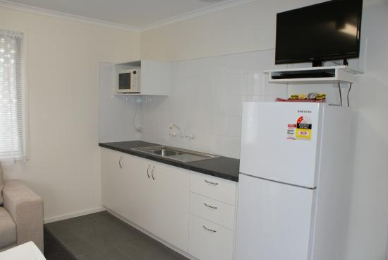 Warrnambool Holiday Park and Motel: In Room Kitchenette