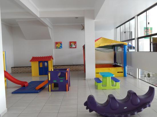 Bombinhas Tourist Apart Hotel : Sala de juegos