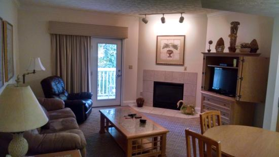 Golfview Vacation Rentals at GolfView Resort: Living Room
