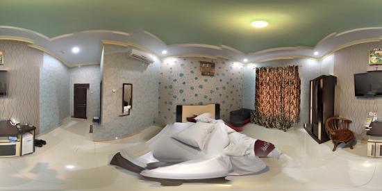 Eljie Hotel