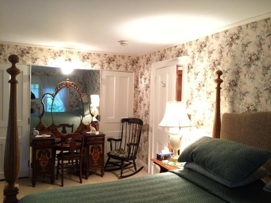 Bernard Gray Hall Bed and Breakfast: Shaw Suite