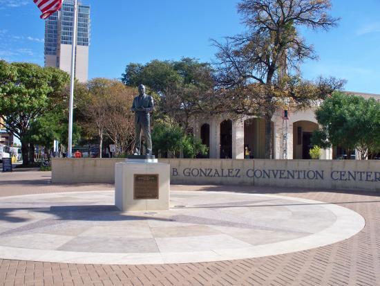 Henry B. Gonzalez Convention Center: Centro  de Convenciones Henry Gonzalez