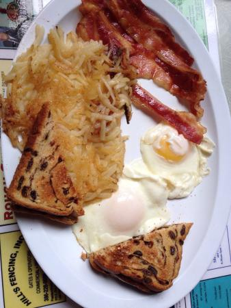 Lake Helen, FL: 2 eggs, hash browns, raisin toast and bacon! Delish!