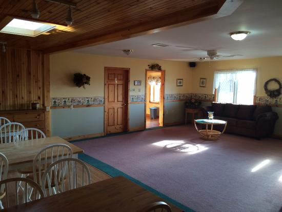 Cavendish Country Inn: Inside the common area of the Inn