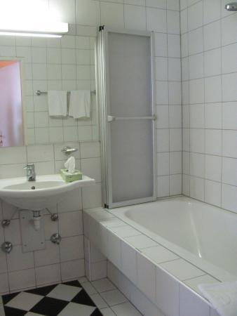 Hotel Esplanade : Bathroom