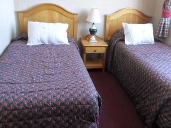 Hotel Miramonti: Habitación doble con grandes ventanales