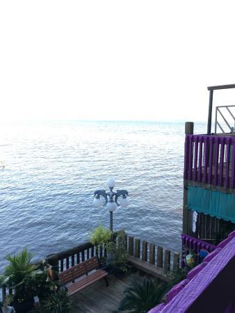 Cedar Key Harbour Master Suites: Overlooking the water from the second floor