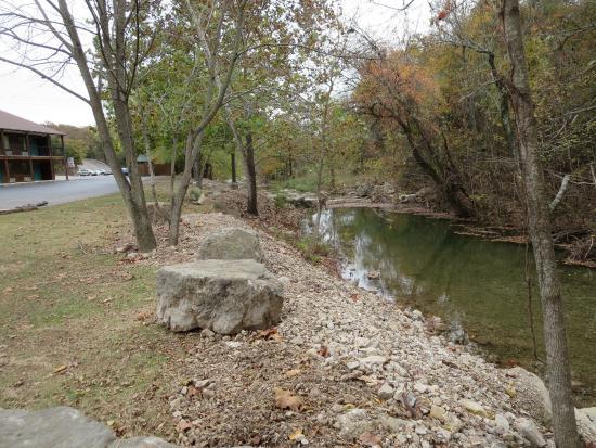 Fall Creek Inn: Creek with motel on left