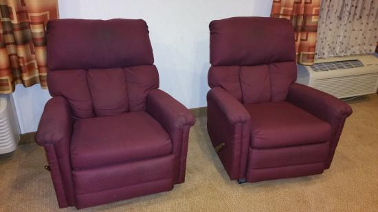 Baymont Inn & Suites Whitewater: another view of gross chairs