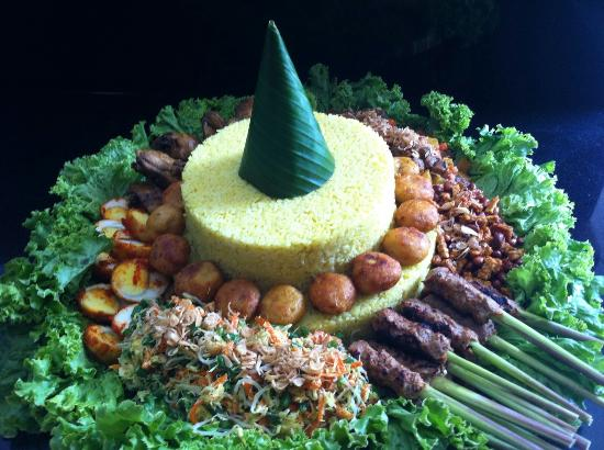 Oma Thia's Kitchen: Thank you Oma Thia's for delivery Nasi Tumpeng Complete. All yummy as always.