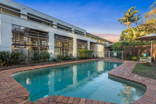 Airport International Motel Brisbane: Outdoor pool area