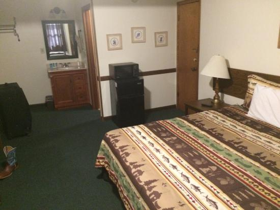 Hunter's Friend Resort & Condos: Motel room