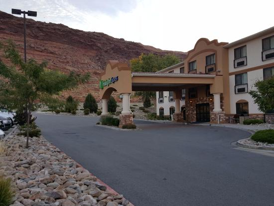 Holiday Inn Express Hotel & Suites Moab: Front of Hotel