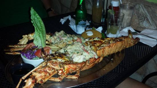 La Parrilla: Lobster with sauce of the house with mix seafood