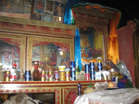 Pabangka Monastery : pilgrims leave their favorite beverages as offerings