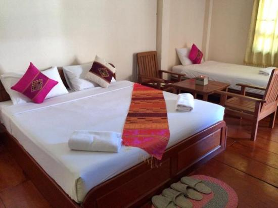 Ban Nahin, Laos: Family room with double bed and a single bed