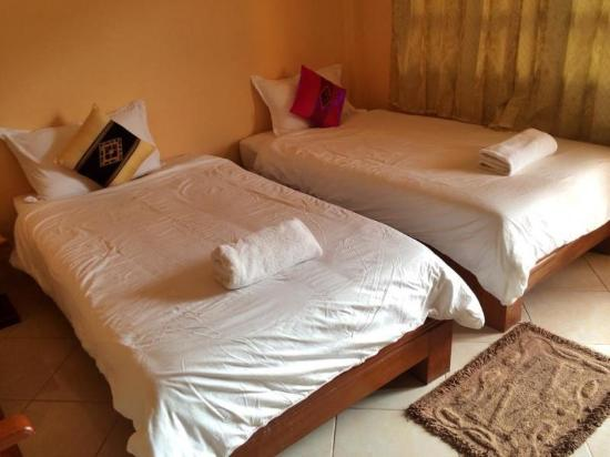 Ban Nahin, Laos: Twin bed