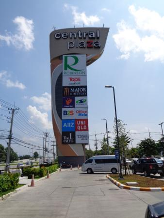 Rayong, Thái Lan: Central Plaza - you can't miss the roadside signage