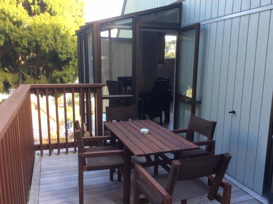 Club Paihia: Balcony with door from dining & bedroom
