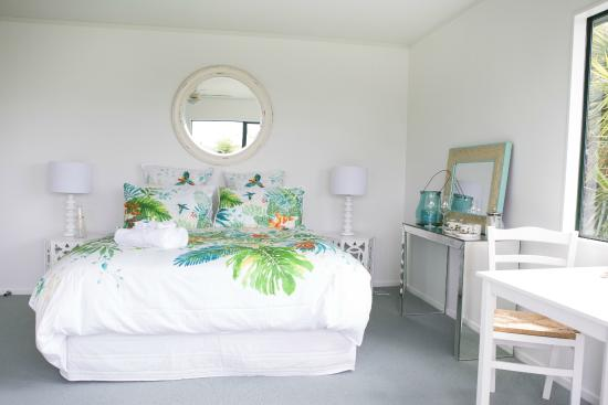 Hahei Bed and Breakfast: Palm room - Upstairs