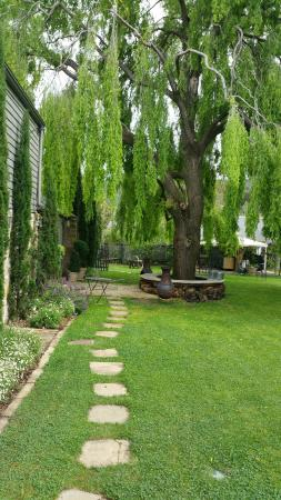 Red Feather Inn: garden to The Loft
