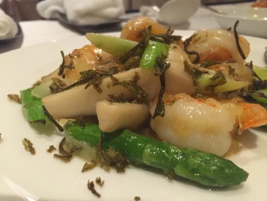 Shahoden Makuhari Techno Garden: エビやアスパラの炒め物。これはイマイチだった。