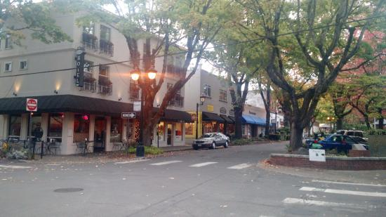 street view Camas Hotel Oct 2015, lovely fall day