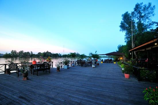 Abai Jungle Lodge: AJL Jetty Platform