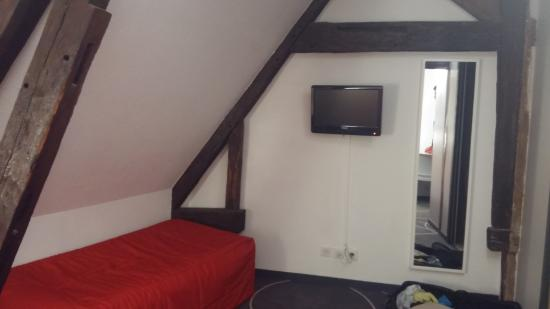 Hotel Le Blason: Another bed (single) in the room