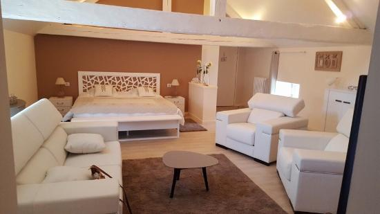hotel le saint martin sable sur sarthe france voir les tarifs et avis villa tripadvisor. Black Bedroom Furniture Sets. Home Design Ideas