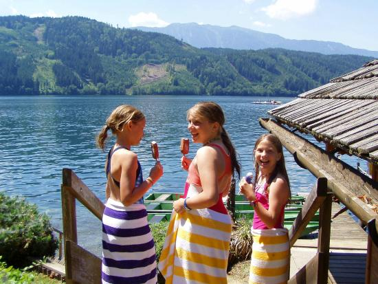 Familienhotel Post: Am See