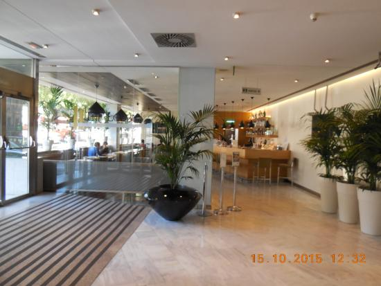 Hotel Paseo del Arte: первый этаж