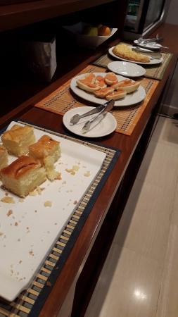 Hotel Cesaraugusta: poquísima variedad desayuno