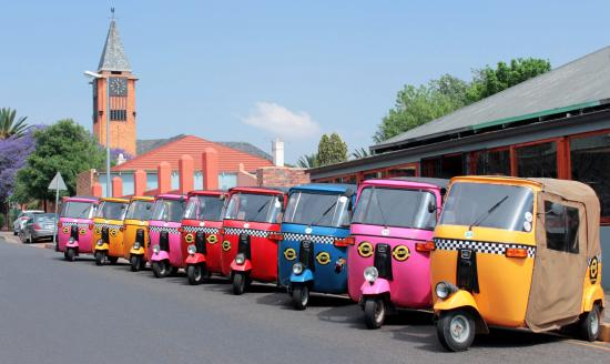 Melville, Южная Африка: e-tuktuks lined up and ready to be of service