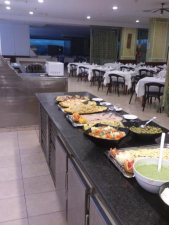 Pajaro Comiendo Del Buffet Picture Of Hotel Beatriz Playa Spa
