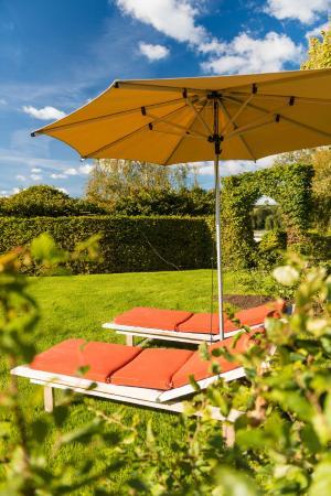 Hotel des Bains & Wellness: Hôtel des Bains & Wellness - Spa NUXE - Belgium jardin