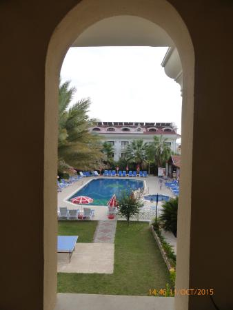 Blue Star Hotel: View of the pool from the stairs