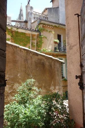 Hôtel Cardinal : 部屋からの眺め。教会屋根が美しい。
