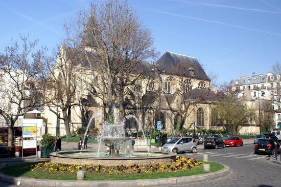 Place et eglise Saint Mdard au fond  Picture of Rue Mouffetard