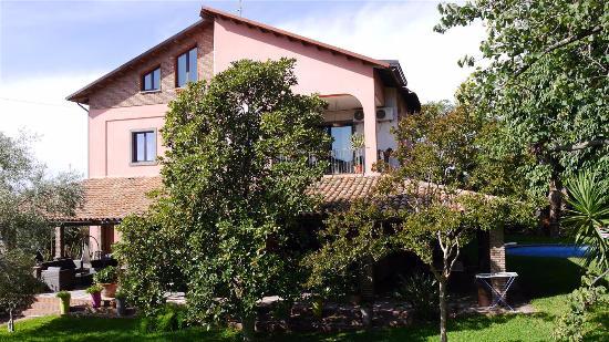OttoMood B&B: Haus und Garten