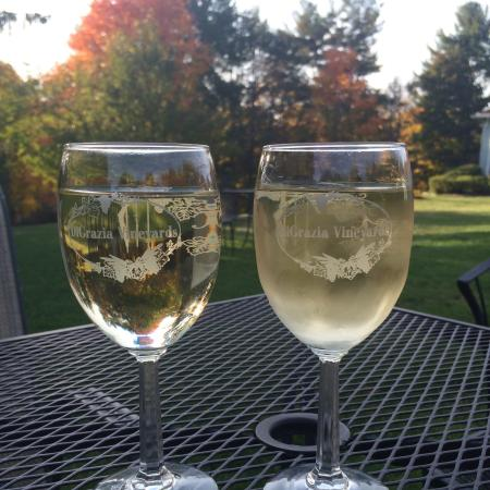 Brookfield, CT: Wine in the yard