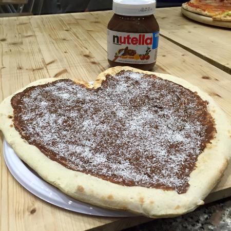Castel del Piano, İtalya: Merenda? Pizza Nutella e cocco!