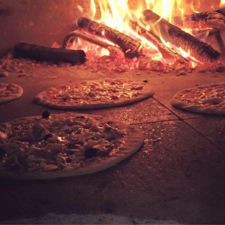 Castel del Piano, İtalya: Pizza cotta nel forno a legna