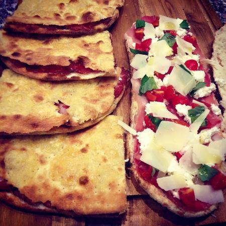 Castel del Piano, İtalya: Pizza al taglio e da asporto, spicchi e farciture a tuo piacimento.